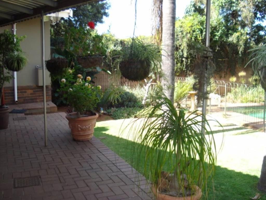 Erasmusrand property for sale. Ref No: 13534704. Picture no 27