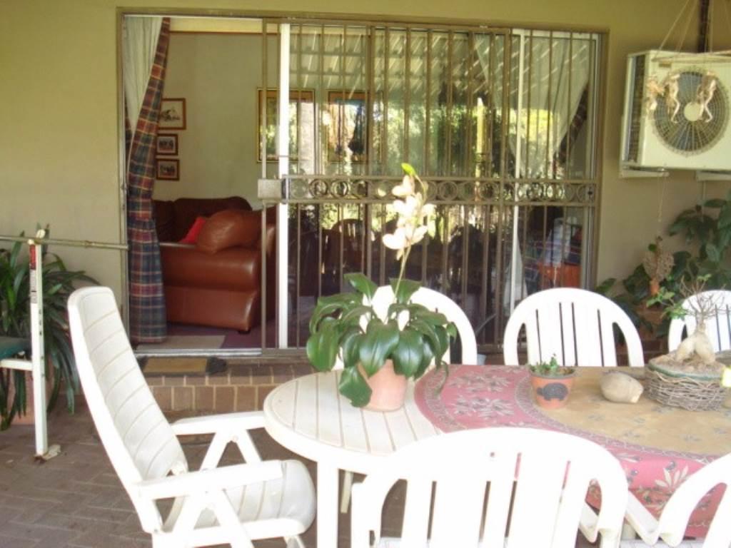 Erasmusrand property for sale. Ref No: 13534704. Picture no 26