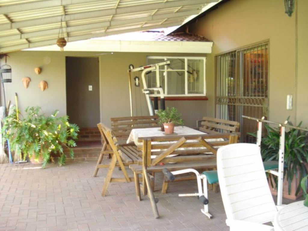 Erasmusrand property for sale. Ref No: 13534704. Picture no 30