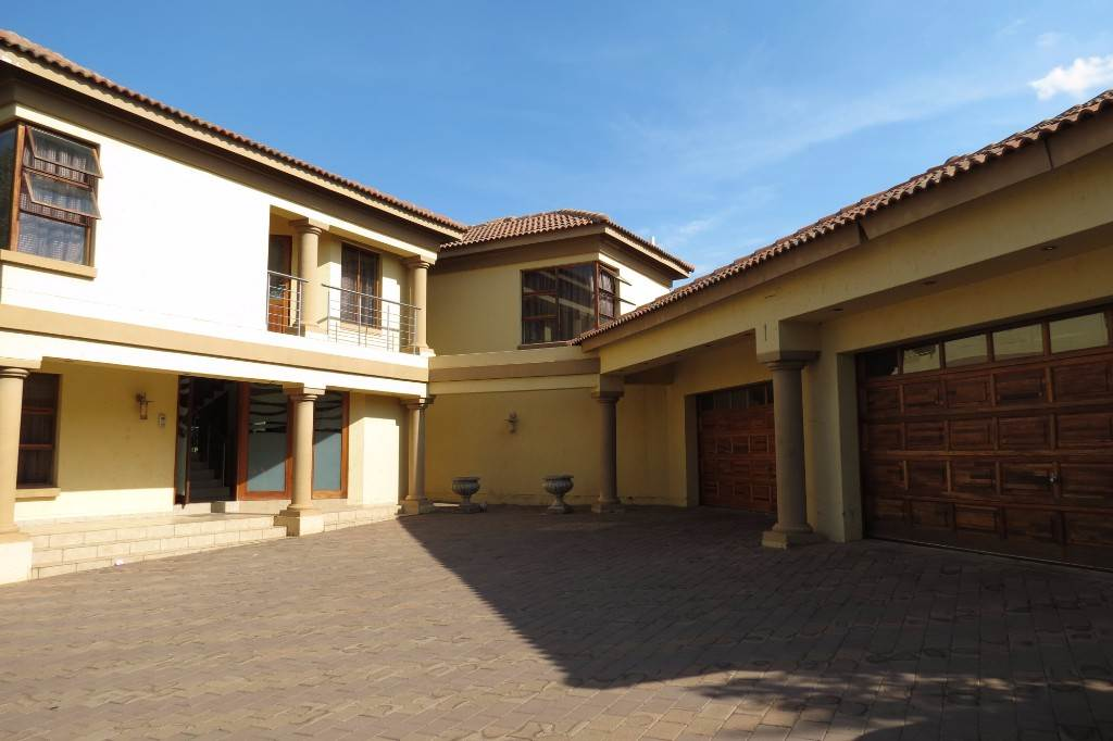 Property and Houses for sale in Six Fountains Residential Estate, House, 5 Bedrooms - ZAR 3,850,000