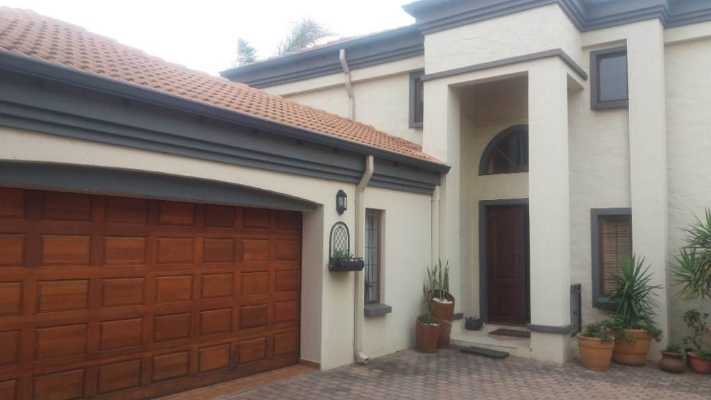Property and Houses for sale in Moreleta Park, House, 3 Bedrooms - ZAR 2,990,000