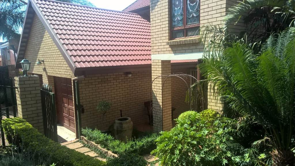 Property and Houses for sale in Moreleta Park, House, 4 Bedrooms - ZAR 2,800,000