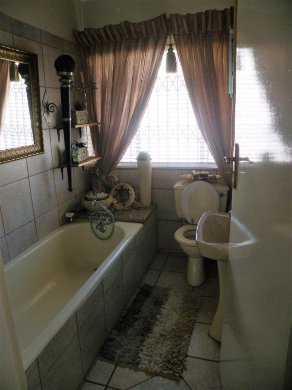 Waterkloof Heights And Ext property for sale. Ref No: 13534763. Picture no 16