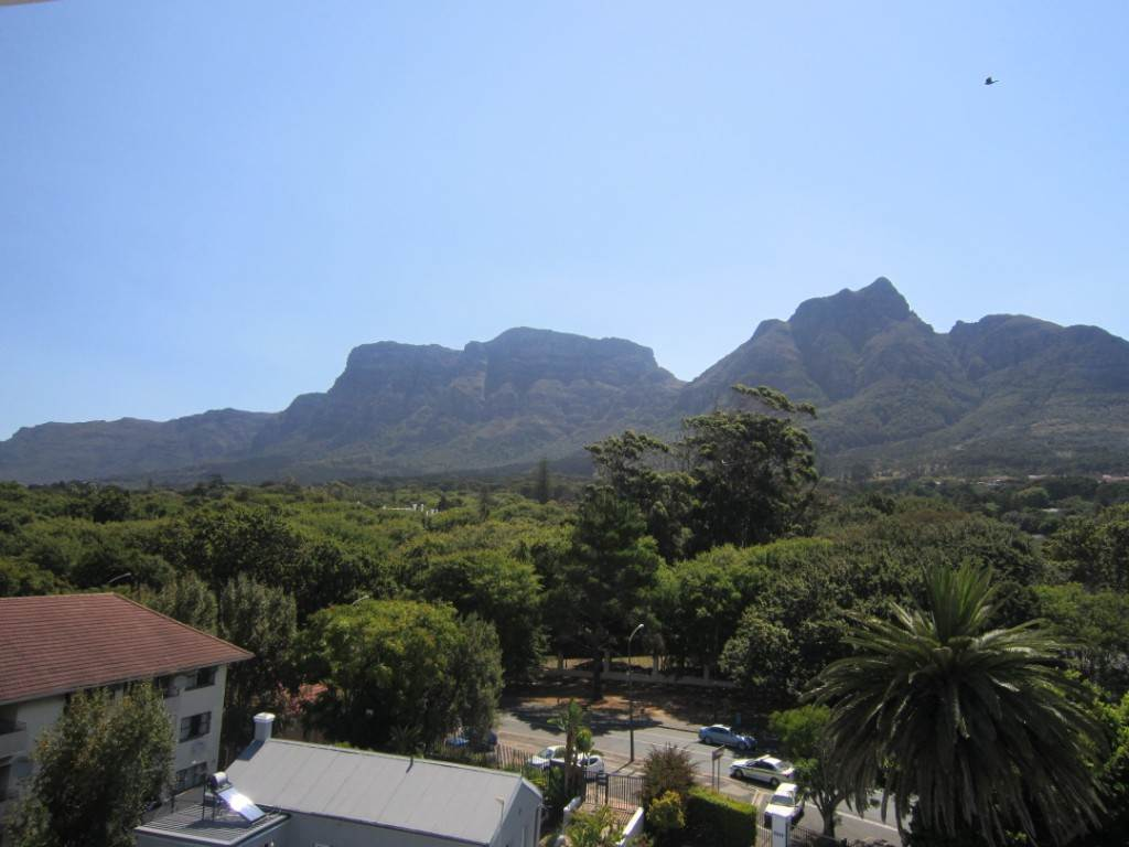 Property and Houses for sale in Rondebosch, Apartment, 1 Bedrooms - ZAR 1,975,000
