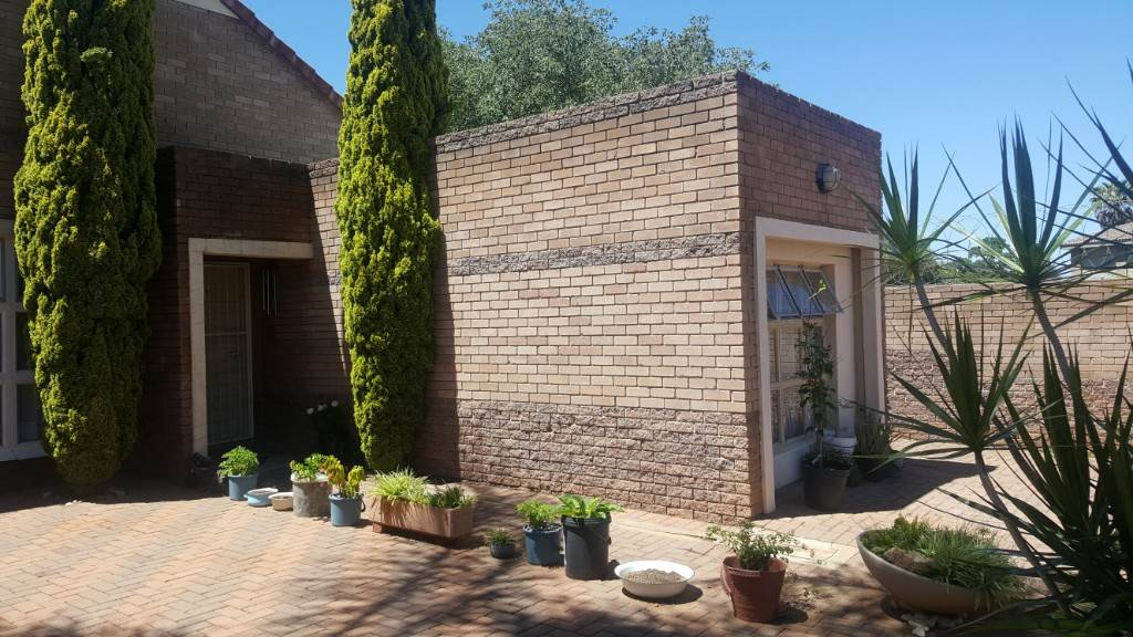 1 BedroomTownhouse For Sale In Moregloed