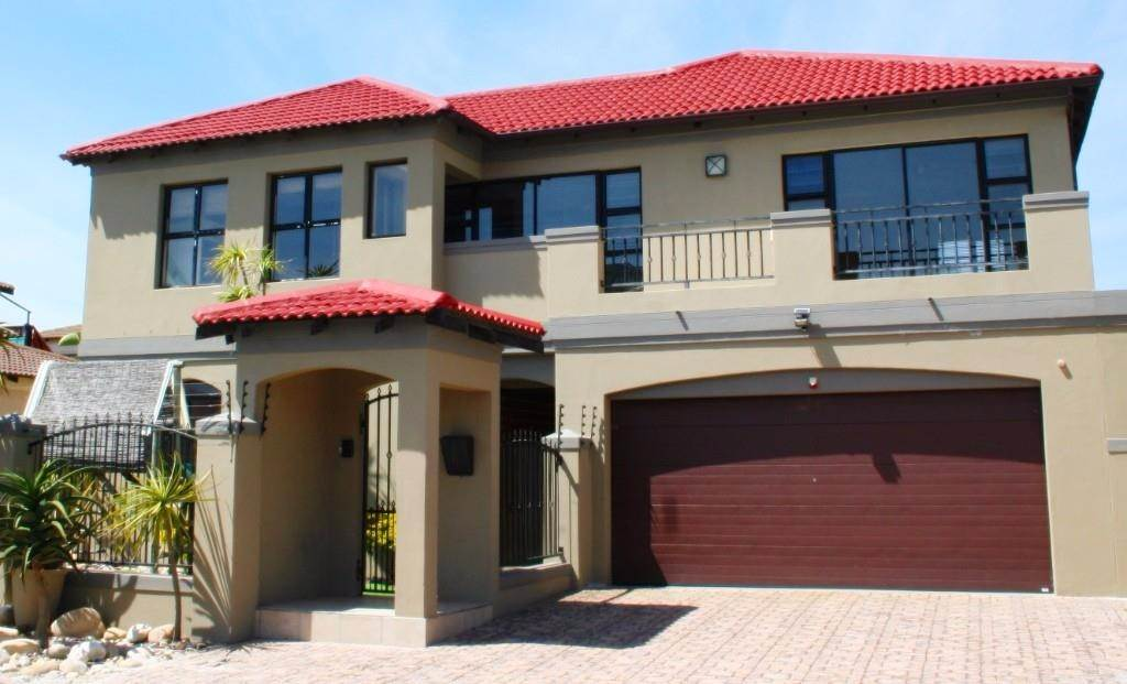 5 BedroomHouse To Rent In Bloubergstrand