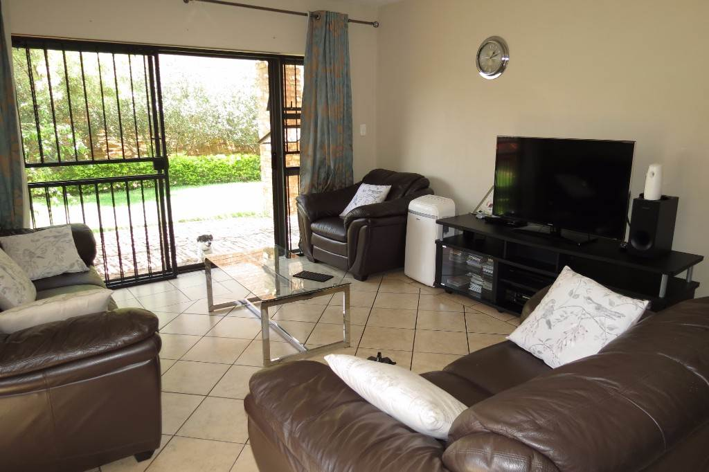 Six Fountains Residential Estate property for sale. Ref No: 13534537. Picture no 4