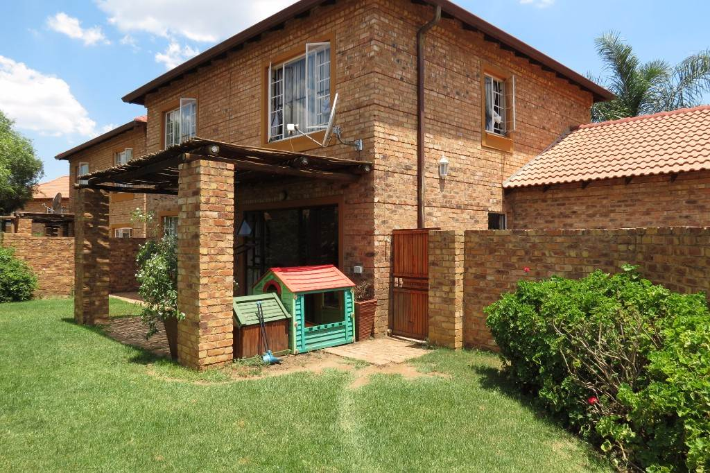 Six Fountains Residential Estate property for sale. Ref No: 13534537. Picture no 1