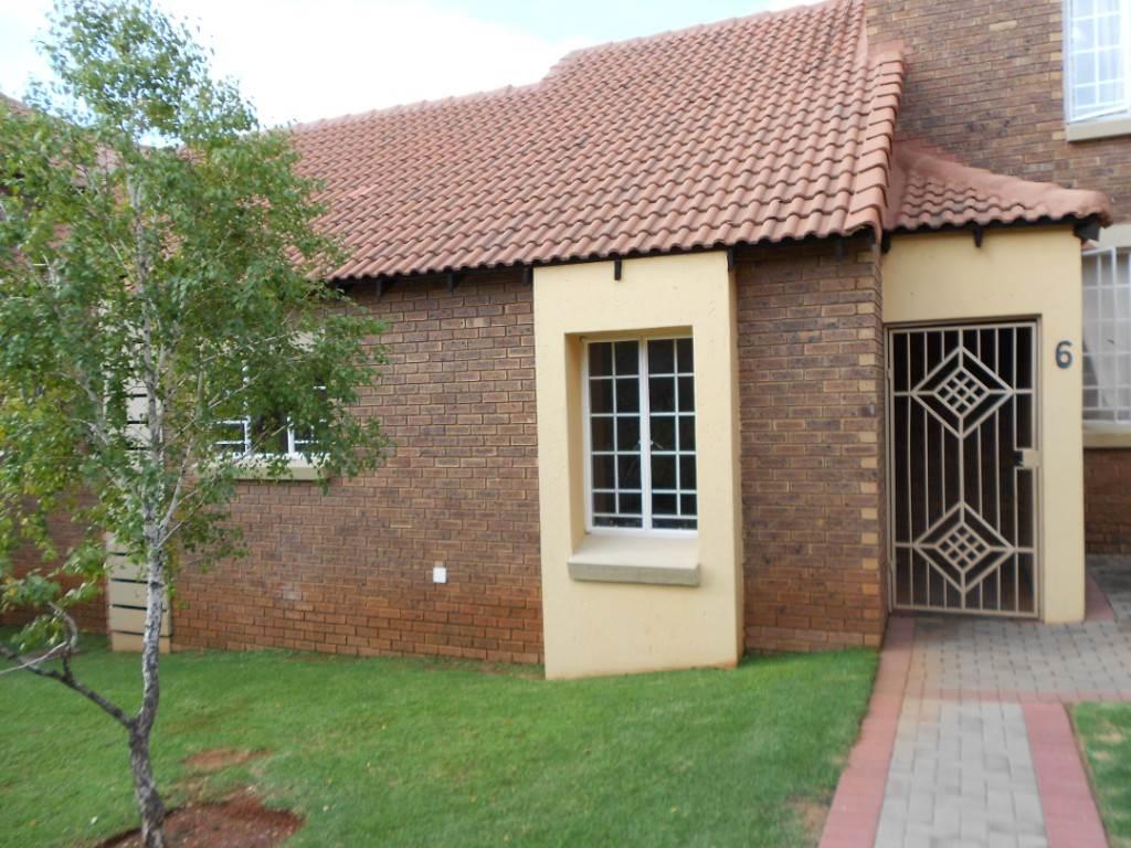 Pretoria, Mooikloof Ridge Property    Houses To Rent Mooikloof Ridge, MOOIKLOOF RIDGE, Townhouse 2 bedrooms property to rent Price:,  7,00*