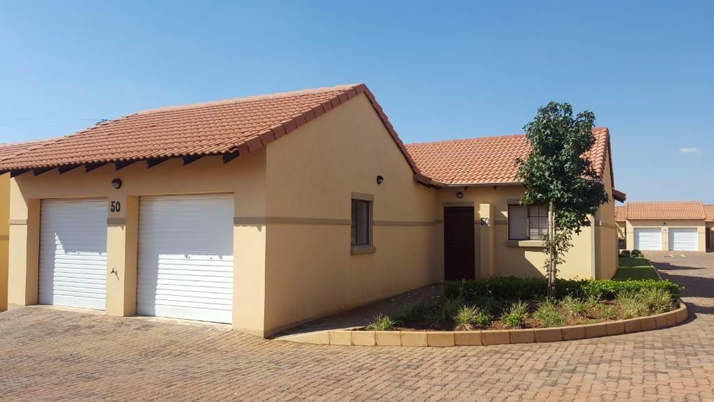 Pretoria, Mooikloof Ridge Property  | Houses To Rent Mooikloof Ridge, MOOIKLOOF RIDGE, Townhouse 2 bedrooms property to rent Price:,  8,00*
