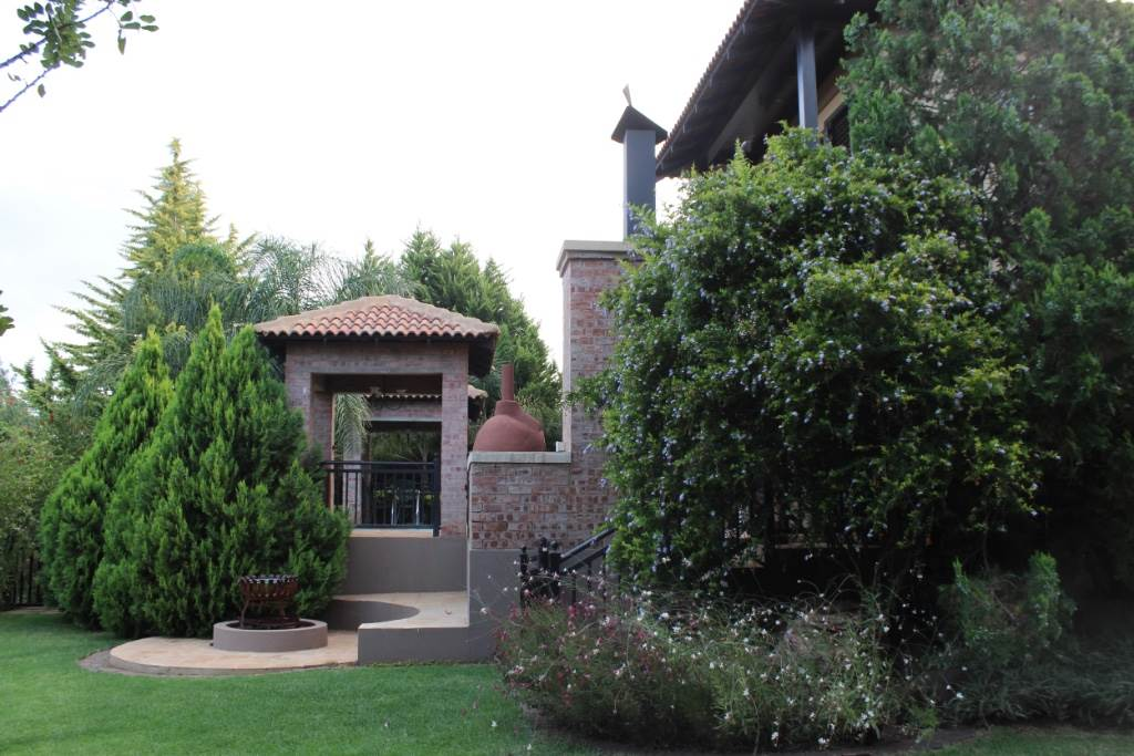 Woodland Hills property for sale. Ref No: 13473874. Picture no 33