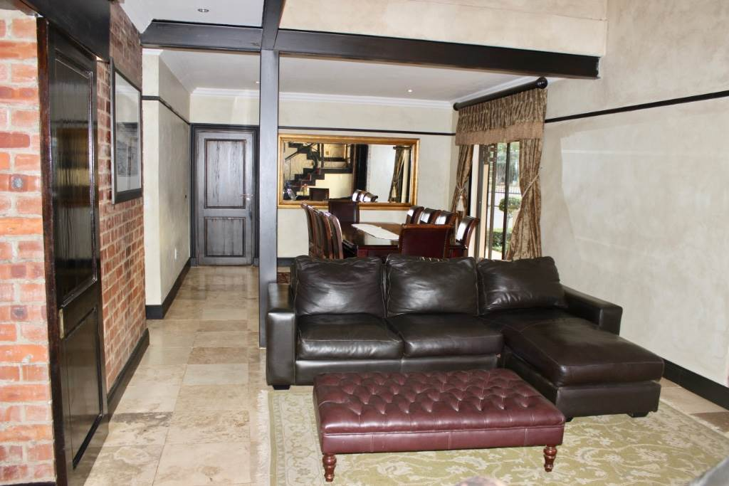 Woodland Hills property for sale. Ref No: 13473874. Picture no 4