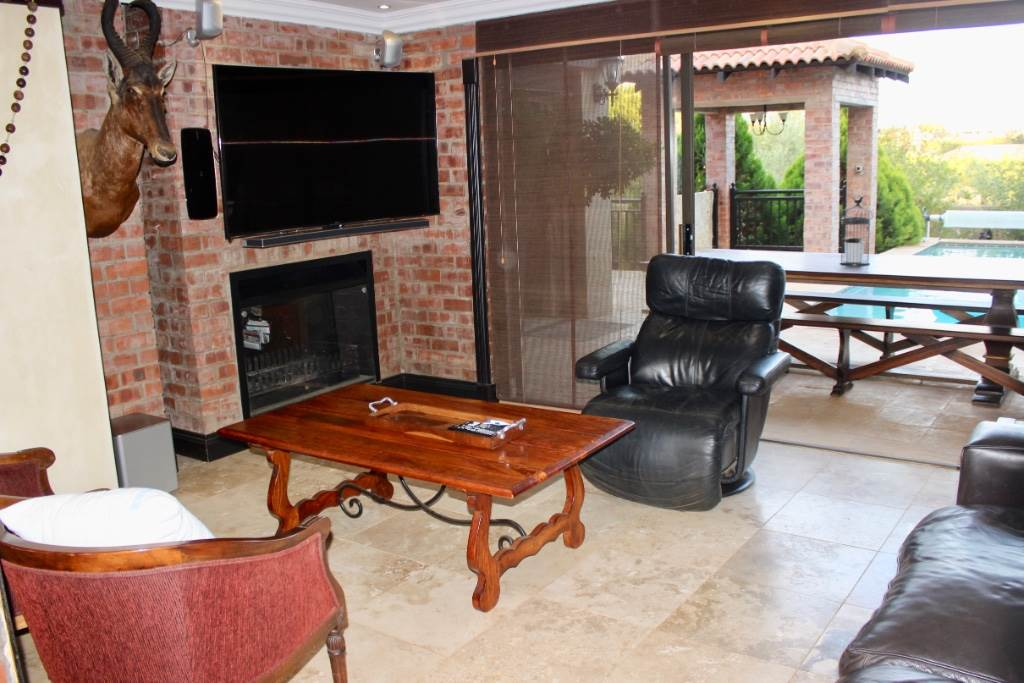 Woodland Hills property for sale. Ref No: 13473874. Picture no 9