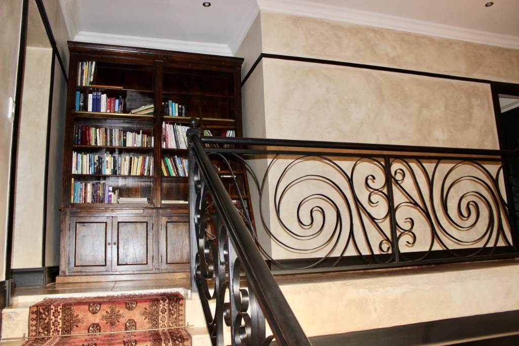 Woodland Hills property for sale. Ref No: 13473874. Picture no 3
