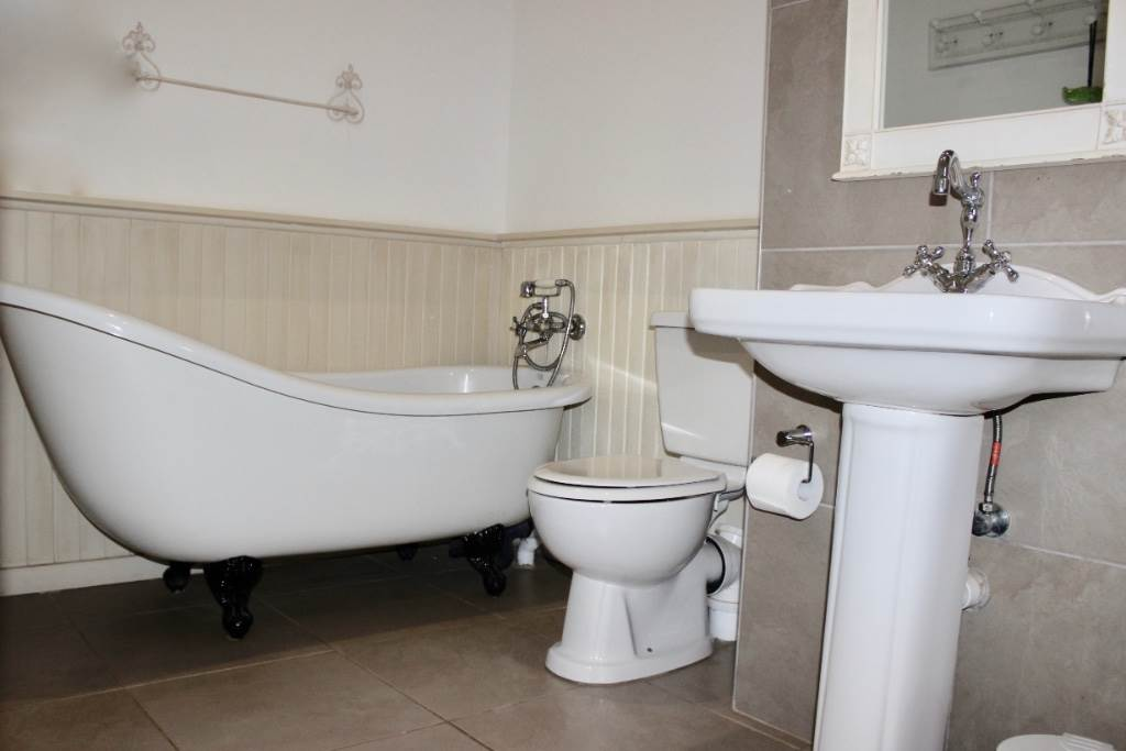Woodland Hills property for sale. Ref No: 13473874. Picture no 25