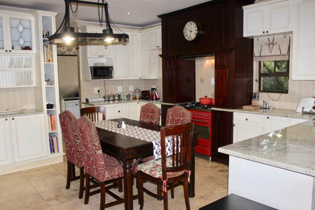 Woodland Hills property for sale. Ref No: 13473874. Picture no 7