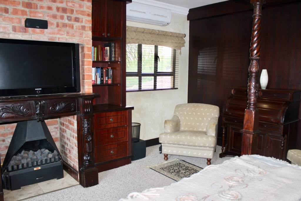 Woodland Hills property for sale. Ref No: 13473874. Picture no 15