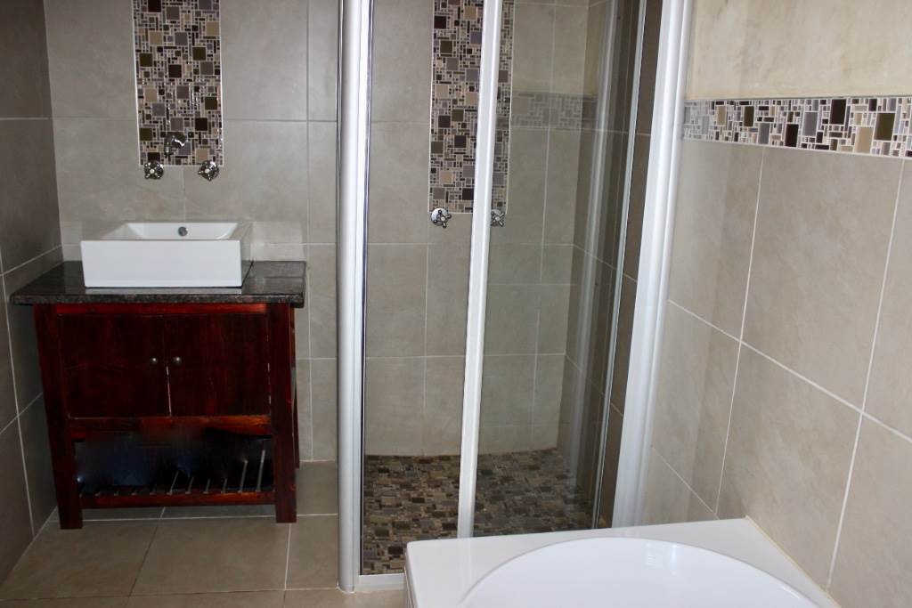 Woodland Hills property for sale. Ref No: 13473874. Picture no 30