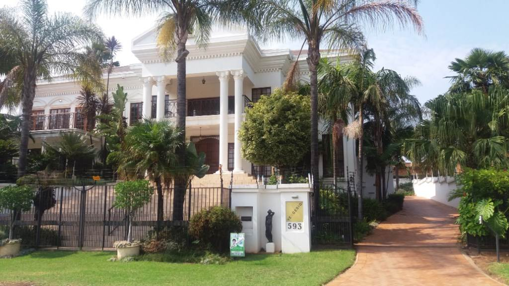 Property and Houses for sale in Moreleta Park, House, 5 Bedrooms - ZAR 3,490,000