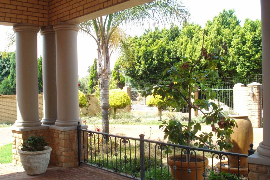 Waterkloof Ridge And Ext property for sale. Ref No: 13581027. Picture no 31