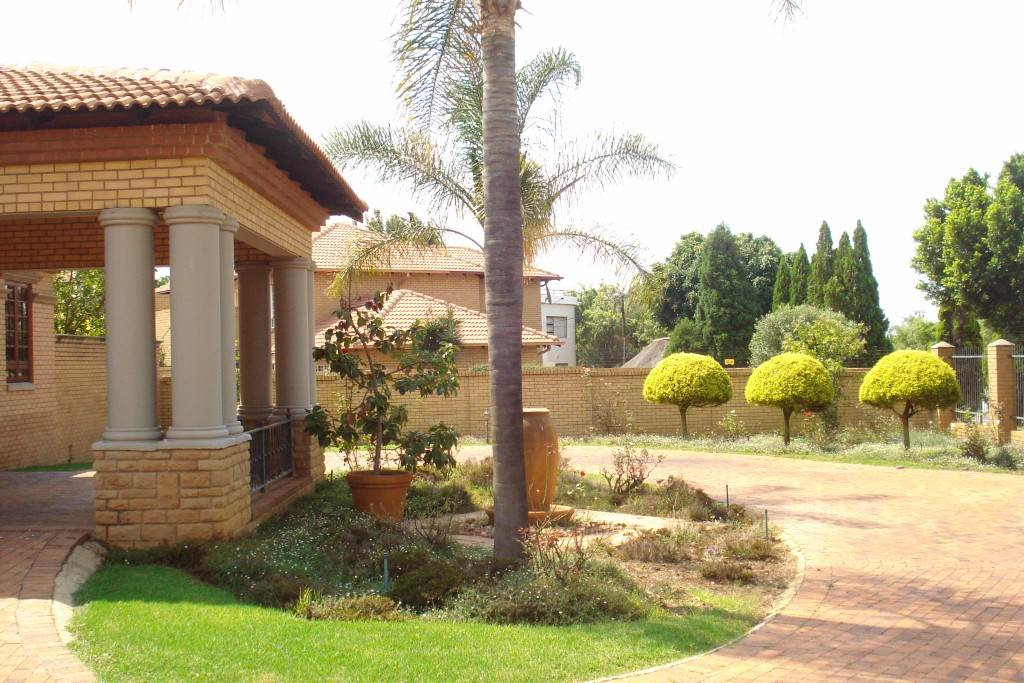 Waterkloof Ridge And Ext property for sale. Ref No: 13581027. Picture no 29
