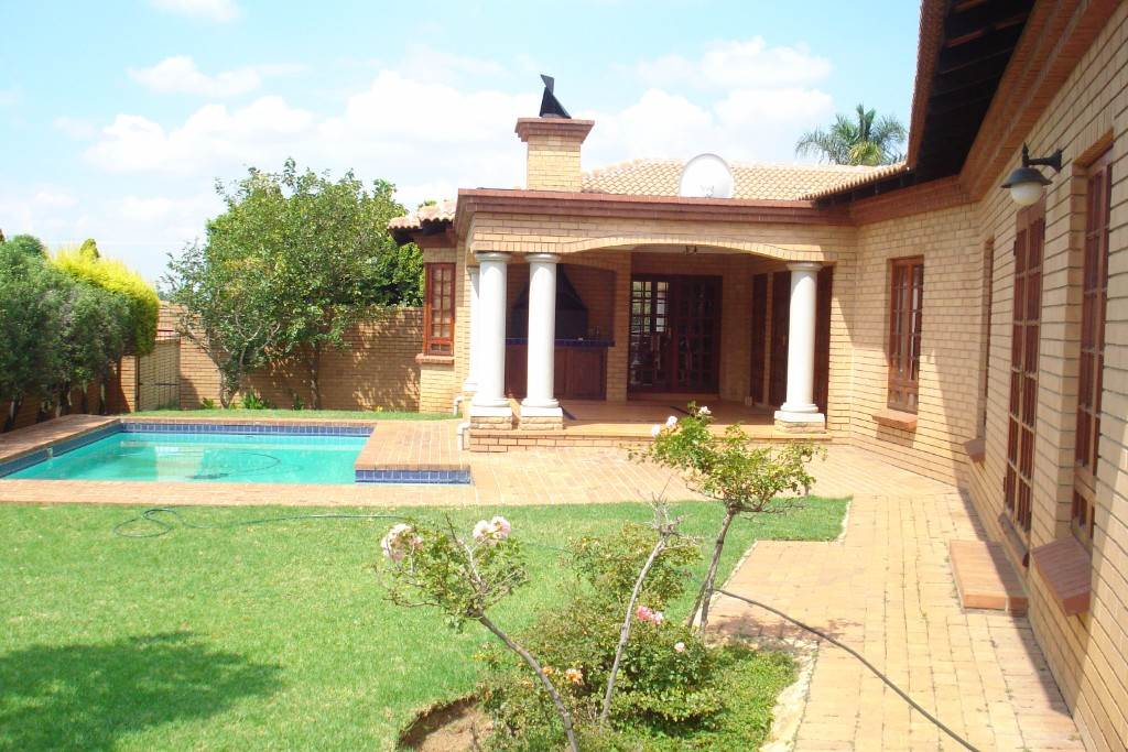 Waterkloof Ridge And Ext property for sale. Ref No: 13581027. Picture no 11