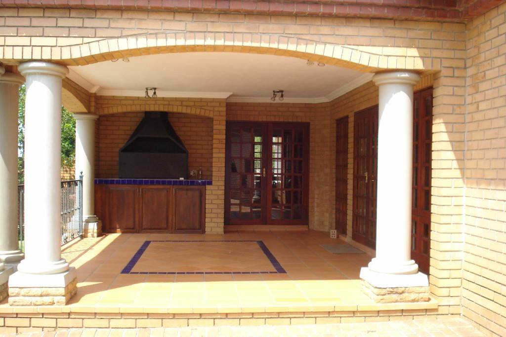 Waterkloof Ridge And Ext property for sale. Ref No: 13581027. Picture no 2