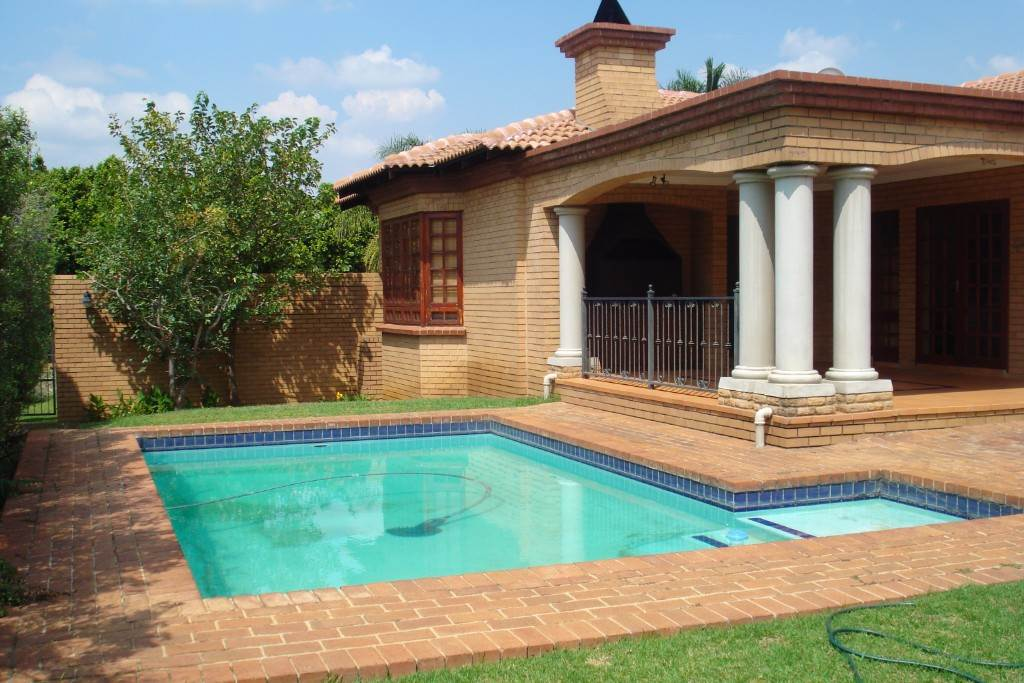 Waterkloof Ridge And Ext property for sale. Ref No: 13581027. Picture no 10