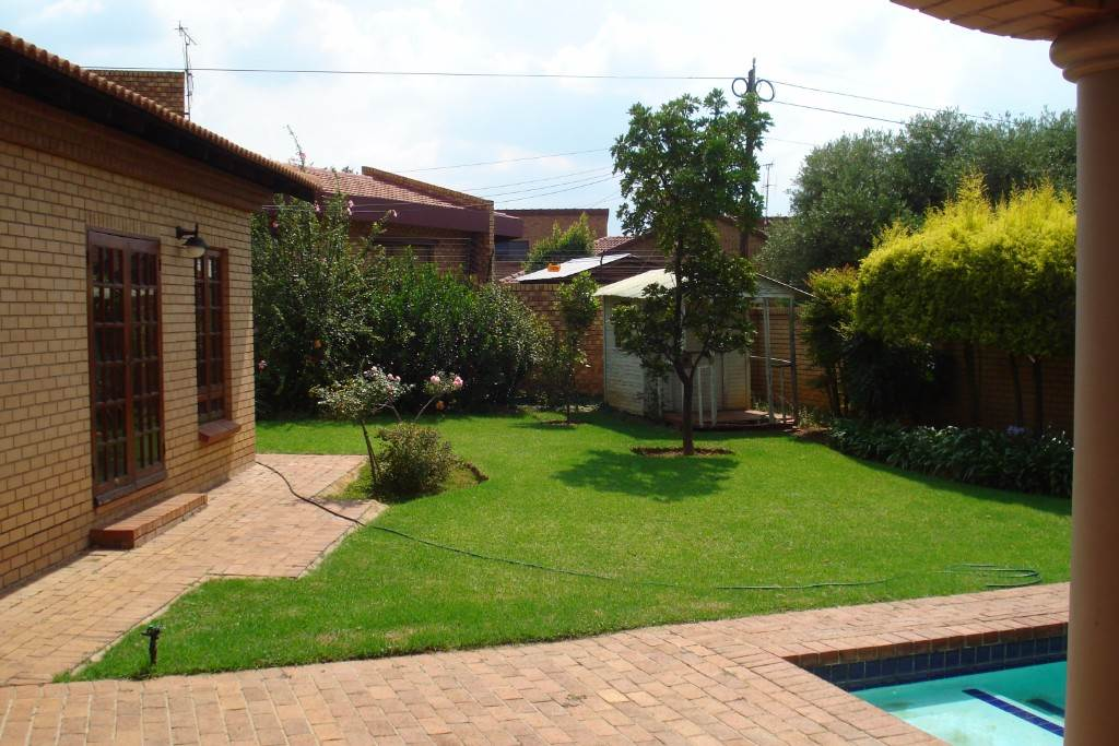 Waterkloof Ridge And Ext property for sale. Ref No: 13581027. Picture no 9