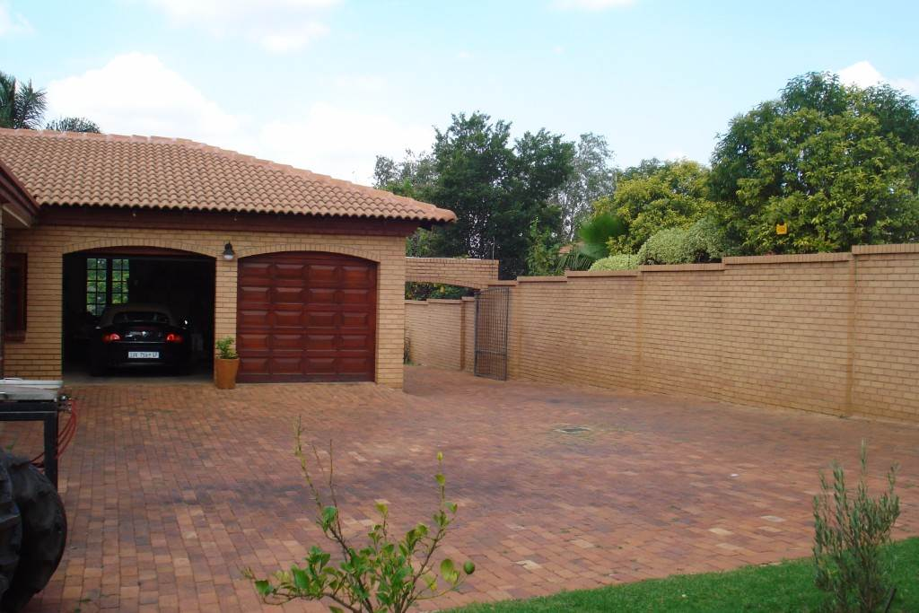 Waterkloof Ridge And Ext property for sale. Ref No: 13581027. Picture no 24