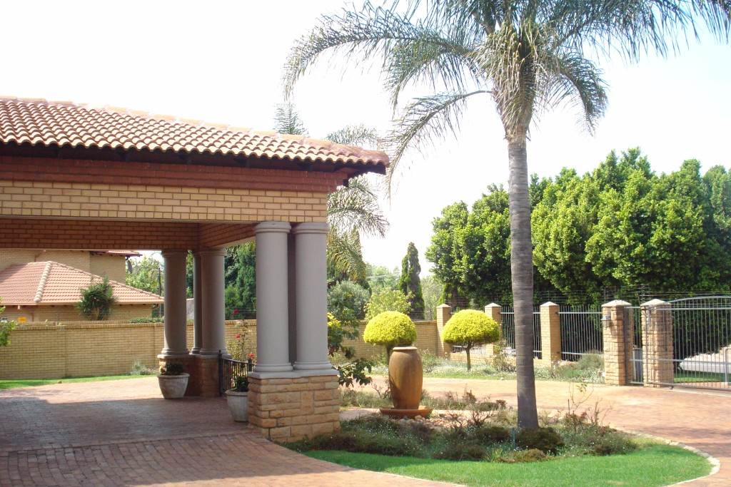Waterkloof Ridge And Ext property for sale. Ref No: 13581027. Picture no 27