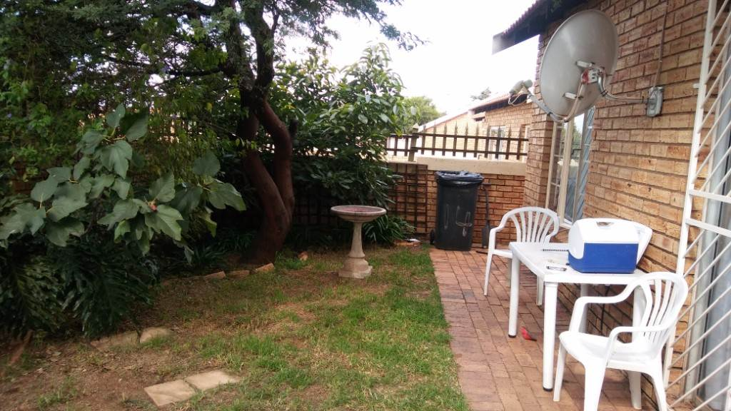 Property and Houses for sale in Heuwelsig Estate, House, 3 Bedrooms - ZAR 1,200,000