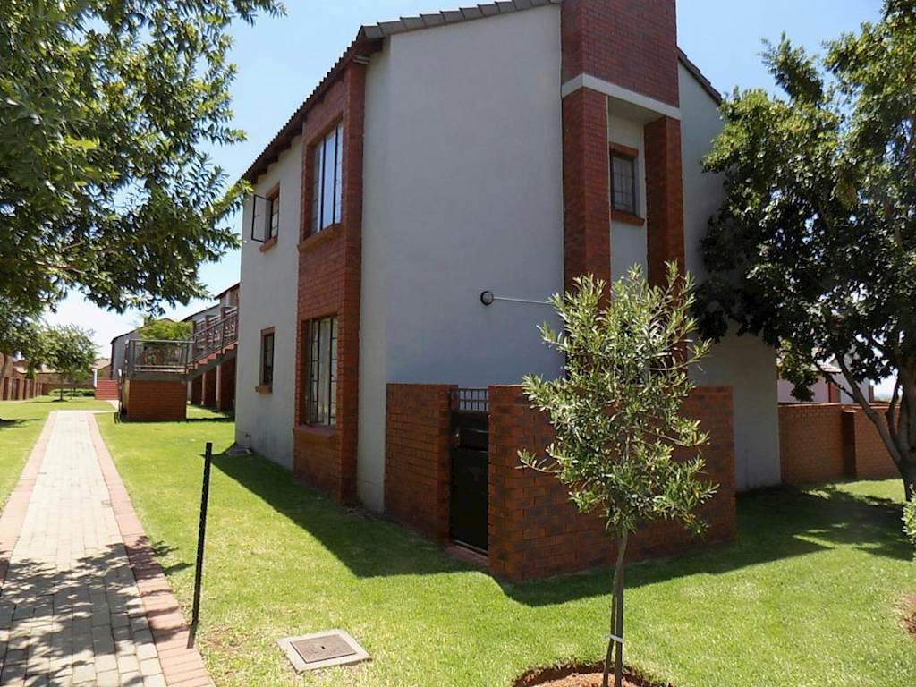 Mooikloof Ridge property for sale. Ref No: 13534864. Picture no 7
