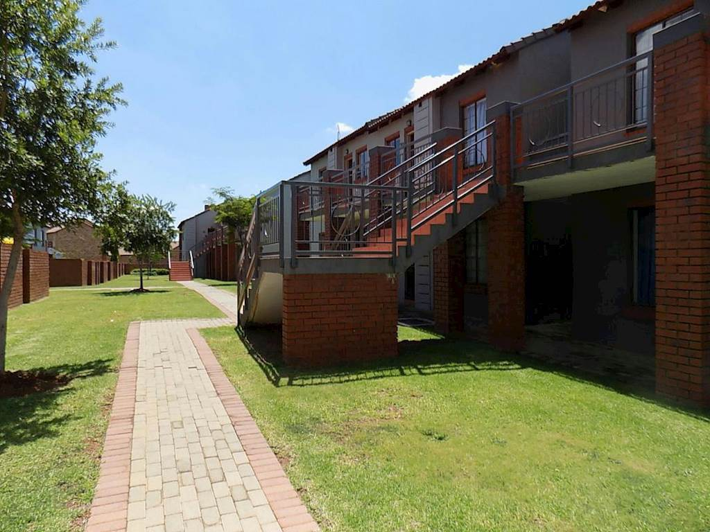 Mooikloof Ridge property for sale. Ref No: 13534864. Picture no 9
