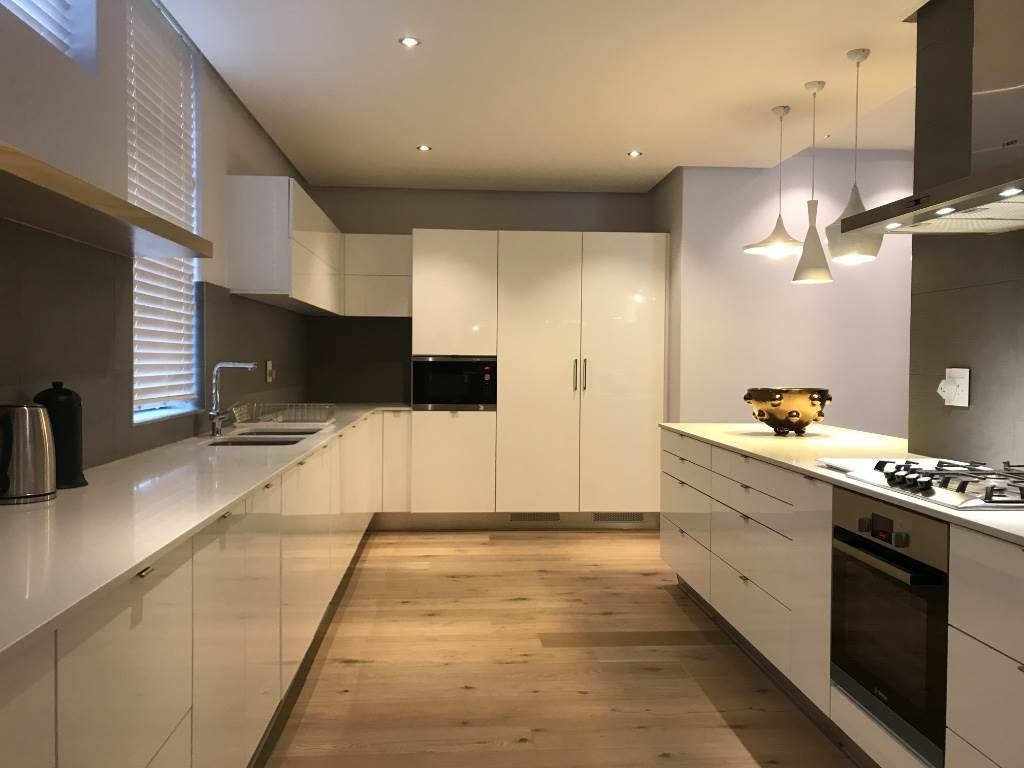 Cape Town, Green Point Property    Houses To Rent Green Point, GREEN POINT, Apartment 3 bedrooms property to rent Price:, 55,00*