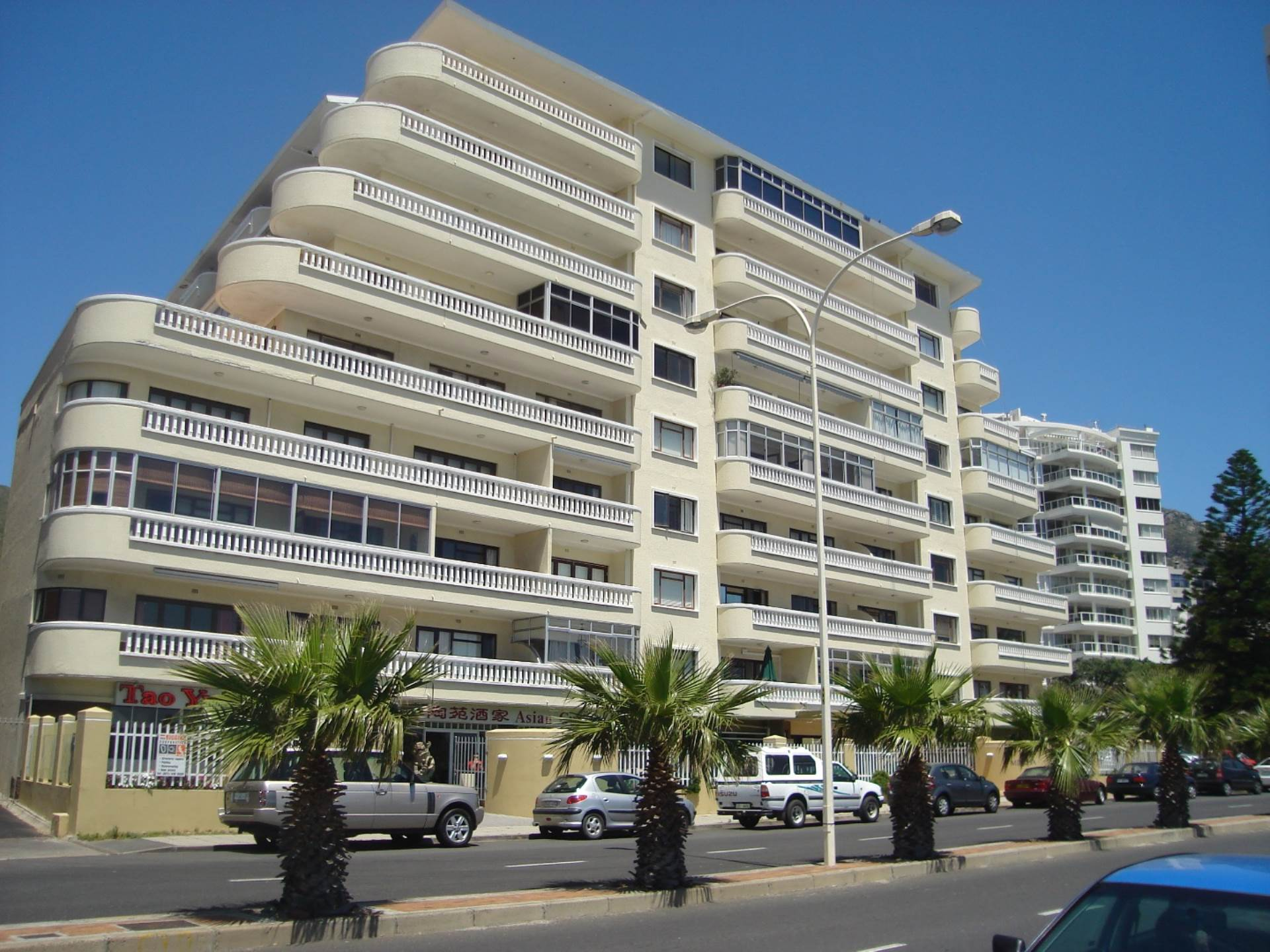 Sea Point property for sale. Ref No: 13483149. Picture no 25