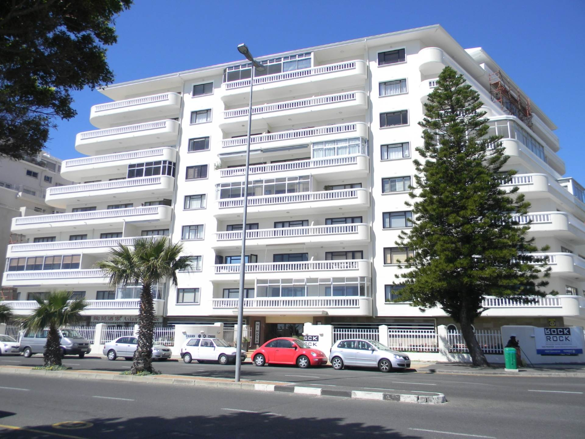 Sea Point for sale property. Ref No: 13483149. Picture no 26