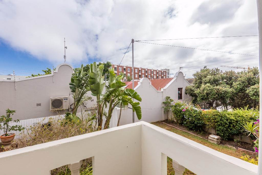 Green Point property for sale. Ref No: 13475853. Picture no 15