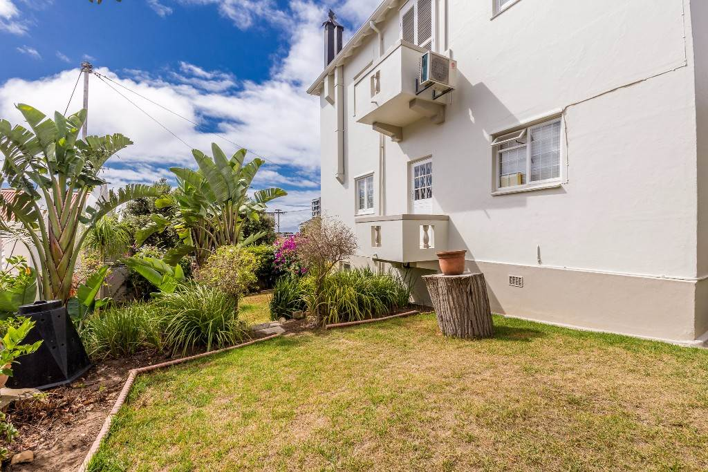 Green Point property for sale. Ref No: 13475853. Picture no 16