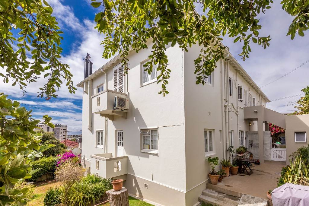 Green Point property for sale. Ref No: 13475853. Picture no 18