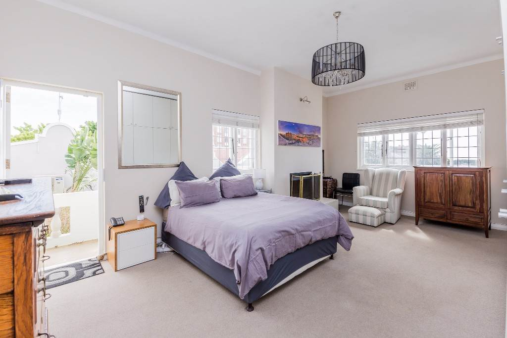 Green Point property for sale. Ref No: 13475853. Picture no 3