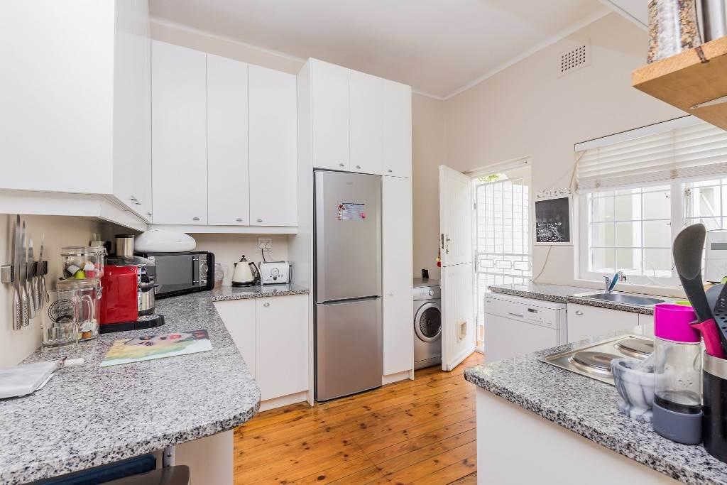 Green Point property for sale. Ref No: 13475853. Picture no 12