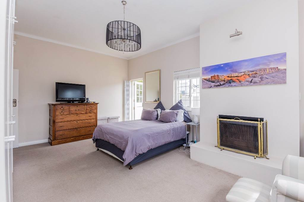 Green Point property for sale. Ref No: 13475853. Picture no 5
