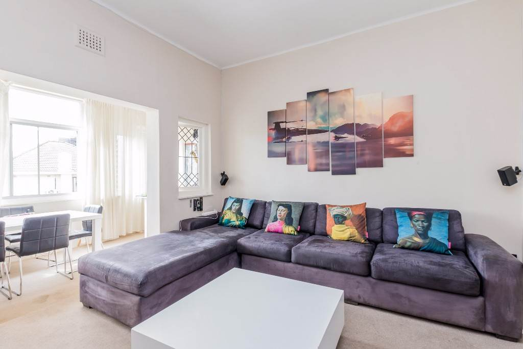 Green Point property for sale. Ref No: 13475853. Picture no 9