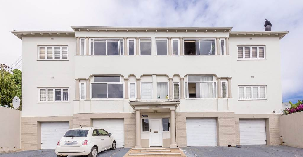 Green Point property for sale. Ref No: 13475853. Picture no 1