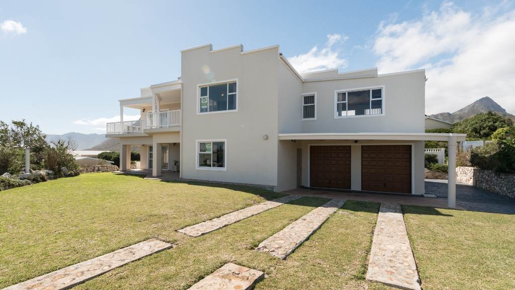 4 BedroomHouse For Sale In Rooi Els