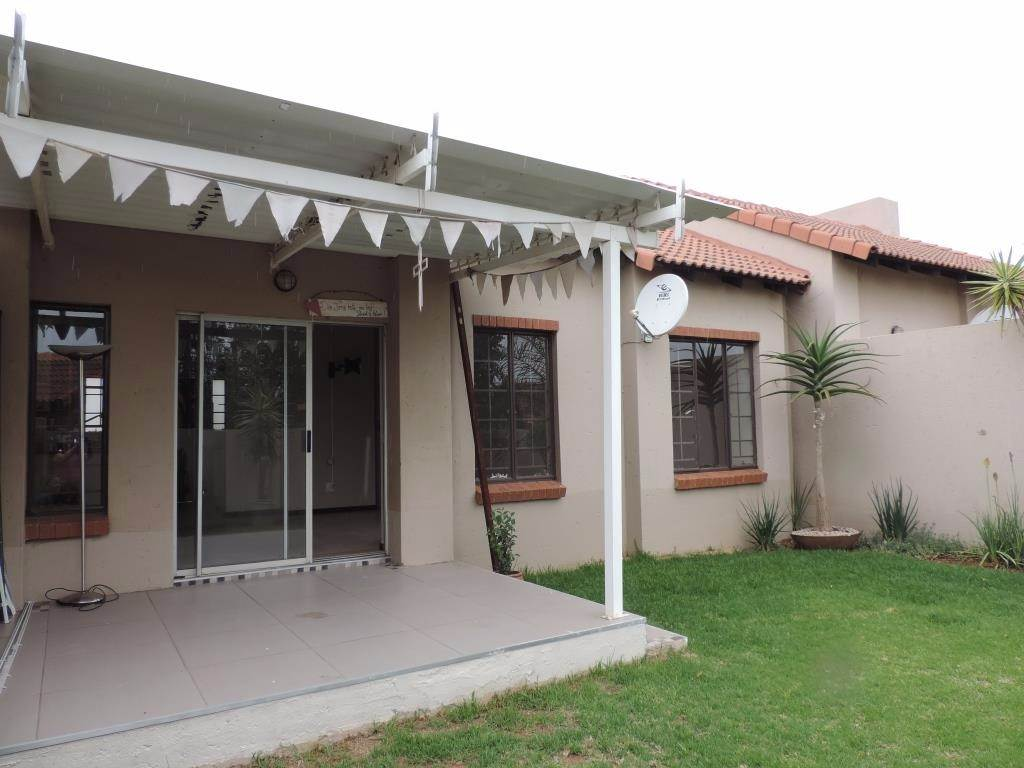 Pretoria, Mooikloof Ridge Property  | Houses To Rent Mooikloof Ridge, MOOIKLOOF RIDGE, Townhouse 2 bedrooms property to rent Price:,  7,50*