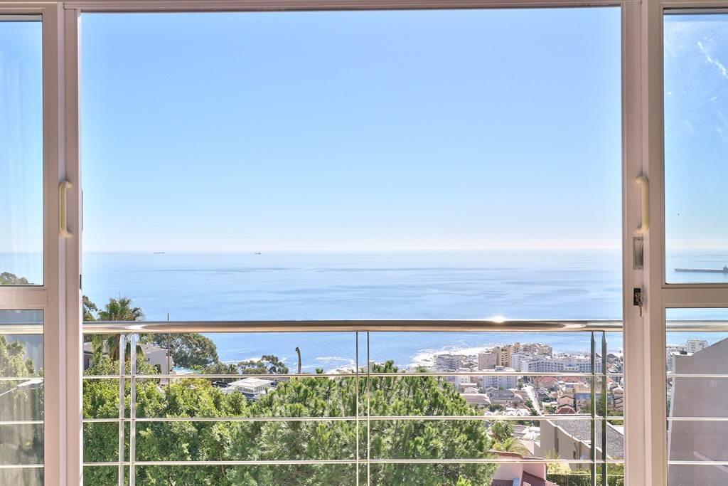 Bantry Bay property for sale. Ref No: 13477056. Picture no 21
