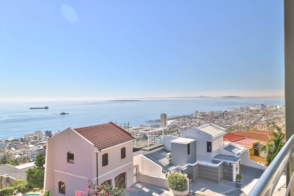 Bantry Bay property for sale. Ref No: 13477056. Picture no 22