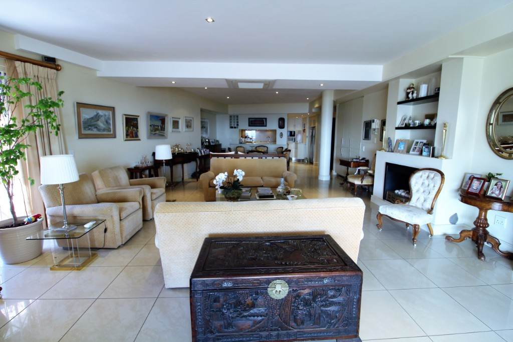 Sea Point property for sale. Ref No: 13477176. Picture no 2